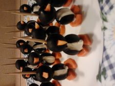 My penguins were so cute! My dinner guests didn't want to eat them...but they finally did it. Delicious! Only black olives, carrots and cheese cream.