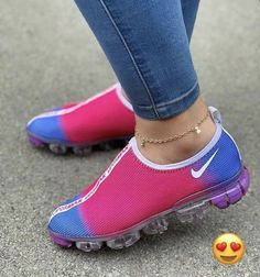 Styles and street sport shoes, seek our assortment of chic streetwear sneakers and tennis shoes. Women's Shoes, Hot Shoes, Me Too Shoes, Shoe Boots, Nike Shoes, Shoes Style, Platform Shoes, Casual Shoes, Sneaker Outfits