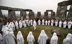 Stonehenge is one of the most recognisable monuments or attractions in the world. They have been around for over 5000 years and in 1986 Stonehenge became a World Heritage Site