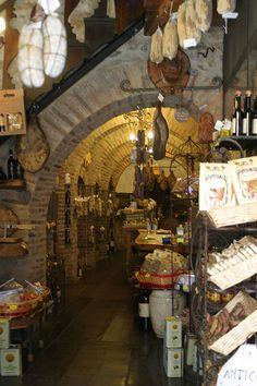 Tuscany meat shop #TuscanyAgriturismoGiratola