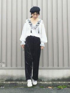 涼しくなったら穿こうと思ってたベロアパンツ! ブラックとブラウンの2着買いました♡ 刺繍トップスとも