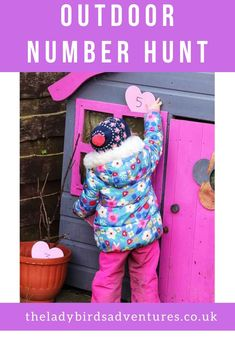 Preschool number hunt Are you looking for fun preschool number activities? Then you'll love my outdoor number hunt. A great idea for outdoor kids. Combining maths games eyfs with outdoor play. Number Games For Toddlers, Outdoor Games For Preschoolers, Number Games Preschool, Outside Activities For Kids, Number Activities, Eyfs Activities, Toddler Learning Activities, Spring Activities, Learning Games
