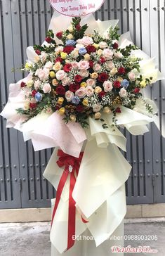 Balloon Garland, Balloons, Fresh Flowers, Beautiful Flowers, Floral Bouquets, Floral Wreath, Flower Bookey, Casket Sprays, Flower Arrangements Simple