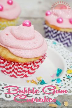 Bubble Gum Cupcakes by Entirely Eventful Day for TodaysCreativeblog.net | For more sweet treats, visit TodaysCreativeBlog.net