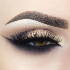 arabic / cat eye liner on the lower lashline, gold lid + a cut crease @giuliannaa #black #makeup