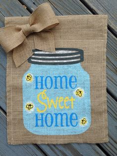 Mason Jar with Fireflies Burlap Garden Flag by ModernButterfly Burlap Mason Jars, Mason Jar Gifts, Mason Jar Diy, Burlap Yard Flag, Burlap Garden Flags, Burlap Crafts, Burlap Wreaths, Yard Flags, Birthday Gifts For Her