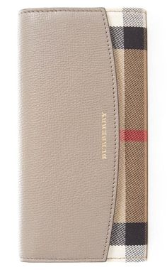 Swooning over this classic Burberry wallet in a chic mix of pebbled leather and signature check print.