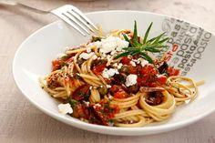 Μακαρόνια με ντομάτα, κάππαρη και ανθότυρο - Συνταγές | γαστρονόμος