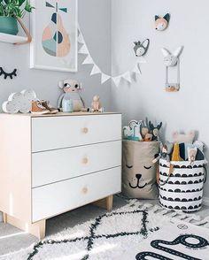 Cute!    Quarto infantil nada óbvio, cheio de personalidade e super divertido! Amei! ❤️ - Fun and very unique! I wish I could live in there! #berriesandloveliving #babyboy #quartoinfantil #babyroom #quartodecriança #homedecor #interiordesign