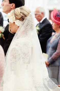 Mariage: porter la couronne de fleurs