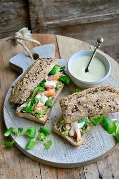 "Recipe ""Pulled salmon sandwich with avocado"" Healthy Breakfast Recipes, Lunch Recipes, Healthy Recipes, Healthy Food, I Love Food, Good Food, Yummy Food, Appetizer Sandwiches, Nutrition"