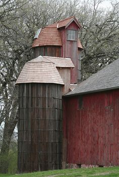 Wooden Silos near McHenry, Illinois beside old barn - photo by American Barn, Country Barns, Country Life, Country Living, Barns Sheds, Old Farm Houses, Barn Houses, Farm Barn, Red Barns