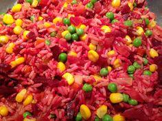 Arroz diablo: Aqui que les traigo esta fácil receta de arroz con betabel o remolacha, maíz y chicharos. La bauticé arroz diablo por el color rojizo que toma el arroz con el betabel o remolacha... La receta esta en nuestro blog: www.veganlatino.com #arroz #betabel #remolacha #receta #recipe #vegan #vegana #delicioso #delicious #veganfood #siguenos #veganlatino