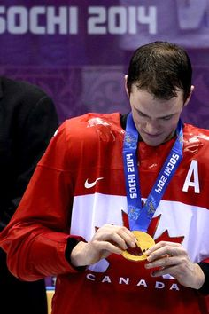 Jonathan Toews so proud of this man. Blackhawks Hockey, Hockey Teams, Chicago Blackhawks, Hockey Players, Ice Hockey, Hockey Stuff, Olympic Hockey, Captain My Captain, Stanley Cup Champions