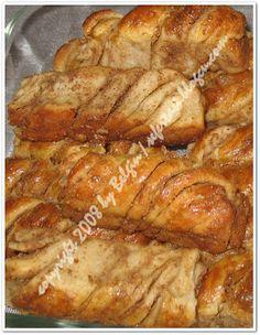 HAŞHAŞLI KIVIRMA ÇÖREK 6 su bardağı (yaklaşık) 1 su bardagı sıcak su 2 su bardağı sıcak süt 1 paket yaş maya 1 yumurta (sarısı üzerine) 1 y... Cinnabon, Turkish Recipes, Easy Desserts, French Toast, Muffin, Food And Drink, Yummy Food, Cooking, Breakfast