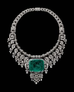 #emeraude et #diamants #collier Collection © Cartier #Inspiration #bijoux…