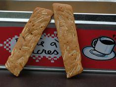 Petits pains aux amandes ou biscuits croquants aux amandes et épices à spéculos, souvenir de Bruxelles.