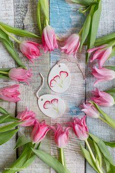 DIY: Anhänger mit echten Blüten zum Osterfest | Alles und Anderes