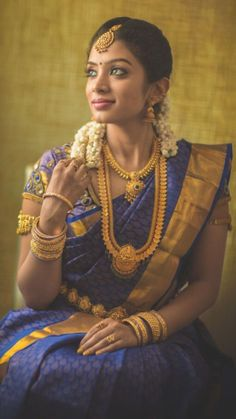 South Indian traditional look Bridal Silk Saree, Saree Wedding, Indian Wedding Bride, Kerala Bride, Wedding Couple Poses Photography, Bridal Makeover, South Asian Bride, Saree Models, Bride Portrait