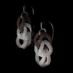 Orecchini Atena, modulo tre. Argento 925, argentato e rodio nero. NAA-Studio, Firenze