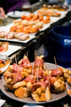 Ah, Spain. Grape Ice Cream, Basque Food, Shrimp And Lobster, Gourmet Cooking, Tapas Bar, Basque Country, Spanish Food, Antipasto, Charcuterie