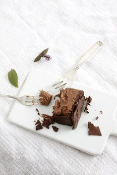 Mint chocolate cake from my book Hyvää huomenta ( Good morning ) Mint Chocolate, Chocolate Cake, Raw Cake, Vegan Cheesecake, Healthy Deserts, Raw Food Recipes, Sweets, Baking, Desserts