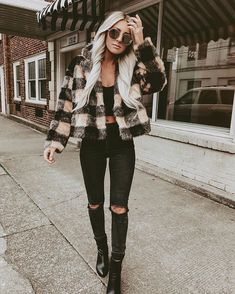 10 more frauen outfits winter 2019 ; tenues d'hiver hiver 2019 2020 Source by gilliezsarchie fashion teenage Winter Outfits For School, Casual Winter Outfits, Trendy Outfits, Cute Outfits, Fashion Outfits, Womens Fashion, Fashion Blouses, Black Jeans Outfit Winter, Autumn Outfits