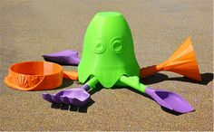This little octopus certainly knows how to have fun on the beach with sand tools arms! http://cubify.com/store/design/12XA2LOR1G #3dprinting #beach #toys