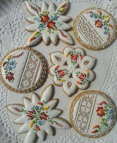Una new entry nel team degli insegnanti di Cookie'sCool: l'ungherese Mézesmanna. Per visionare le sue creazioni, potete visitare la sua pagina Facebook: https://www.facebook.com/Mezesmanna?ref=hl