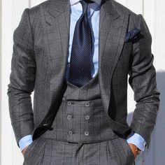 Polkadot stropdas bij een geruit pak. Met pochet Www.mightygoodman.nl
