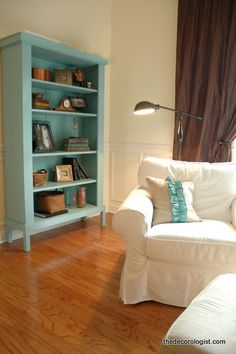 Love this painted footed bookcase used for a display shelf! Again, not crazy about the minty shade - might like a deeper color washed with something else, depending on what I'd be displaying in it. (And I gotta say, not nuts about the ruffled pillow ... I think I'd have either used a contrasting stripe of color-matching fabric, or piped it in the shade desired.)