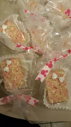Minnie Mouse rice krispy treats Rice Krispie Treats, Rice Krispies, Kahlua Cupcakes, Fried Bananas, Mexican Chicken Recipes, Healthy Vegan Breakfast, Rice Recipes For Dinner, Bowl Of Cereal, How To Make Sandwich