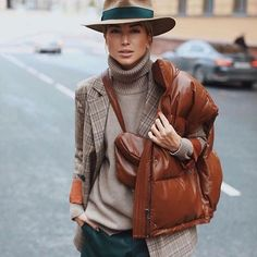 "The ""Fedora"" looks chic & speaks of confidence! Winter Mode Outfits, Winter Outfits, Casual Outfits, Looks Chic, Looks Style, Look Fashion, Fashion Outfits, Womens Fashion, Fashion Tips"