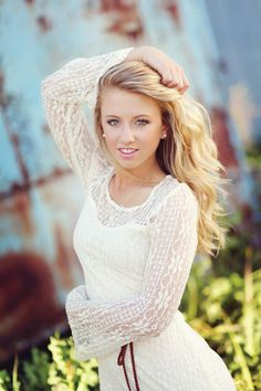 Senior Picture Poses For Girls | Posing Guide | Senior Girls / Madison Vining Photography, Inc.