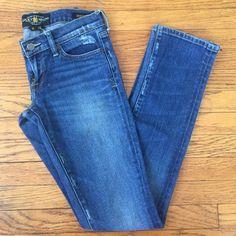 ✨FLASH SALE✨Lucky Brand Zoe Skinny Jeans Slightly distressed Lucky Brand Zoe Skinny jeans size 0/25. Never worn never washed Lucky Brand Jeans