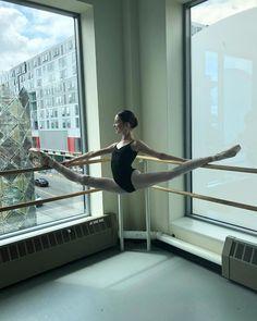 I love ballet Ballet Pictures, Dance Pictures, Flexibility Dance, Ballet Dance Photography, Dance Poses, Ballet Beautiful, Dancing In The Rain, Just Dance, Ballet Dancers
