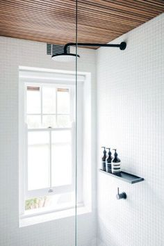 This Small Apartment Is Filled With Creative Storage Solutions 2019 Tolle Dusche tolle Fliesen! The post This Small Apartment Is Filled With Creative Storage Solutions 2019 appeared first on Shower Diy. Bad Inspiration, Interior Design Inspiration, Design Ideas, Design Trends, Furniture Inspiration, Interior Minimalista, White Tiles, Bathroom Interior, Bathroom Ideas