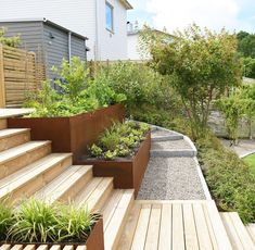 Seeing big differences in height as an asset does a lot for the successful result in your garden. Backyard Projects, Garden Projects, Back Gardens, Outdoor Gardens, Vegetable Garden Design, Garden Cottage, Outdoor Living, Outdoor Decor, Terrace Garden