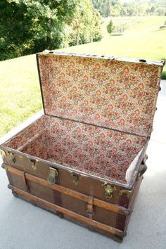 Incredible steamer trunk makeover takes this vintage trunk from blah to bold! Old Trunks, Vintage Trunks, Trunks And Chests, Vintage Suitcases, Antique Trunks, Refurbished Furniture, Repurposed Furniture, Painted Furniture, Reuse Furniture
