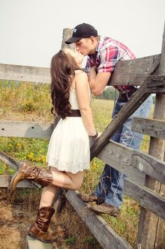 52 Cute Summer Engagement Photos To Get Inspired country couple photos – I mean, I'm not country…but I like horses, and this is cute. Country Couple Pictures, Photo Couple, Cute Couple Pictures, Couple Pics, Cute Country Couples, Couple Ideas, Couple Picture Poses, Country Engagement, Engagement Couple