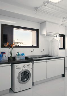 Varal em lavanderia com forro de gesso With more folks hoping to lose weight as Laundry Decor, Laundry Room Design, Laundry Closet, Laundry In Bathroom, Interior Design Living Room, Living Room Designs, Laundry Room Inspiration, Laundry Room Cabinets, Small Room Bedroom