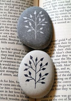 Metallic ground with skeletal black trees on painted rocksItems similar to Trees on pebbles drawing ink gold stone on EtsyBeauty captured in stoneArts And Crafts Supplies ProductOriginal drawing done in ink and gold on a sea Pebble Intense Black Painted d Rock Painting Patterns, Rock Painting Ideas Easy, Rock Painting Designs, Paint Designs, Pebble Painting, Pebble Art, Stone Painting, Pebble Stone, Stone Crafts