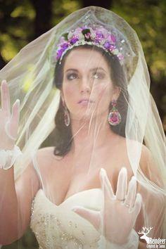 Russian bride inspiration - wedding idea Flower Girl Dresses, Culture, Bride, Wedding Dresses, Inspiration, Fashion, Weddings, Wedding Bride, Bride Dresses