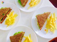 Deshidratados: Hamburguesas con papas fritas de nabo para degustación en clase 8 http://www.conscienciaviva.com/ #alimentacionconsciente #veganismo