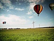 Un viaje en globlo para celebrar una ocasión especial. Si no puedes regalar el cielo, porqué no un paseo por él.