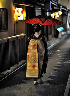 *Maiko with red umbrella by RomImage, via Flickr