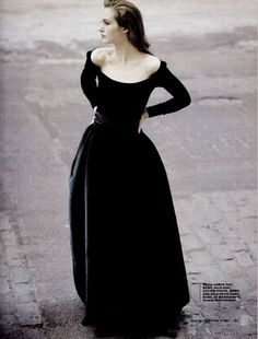 """bienenkiste: """" Cecilia Chancellor by Oberti Gili for New York Magazine March 1998 """" the most gorgeous thing i've seen all week. i think this is actually a really good summary of my personal style. Ny Dress, Dream Dress, Opera Dress, Beautiful Gowns, Beautiful Outfits, Trends 2016, By Hand London, Moda Formal, Mode Inspiration"""