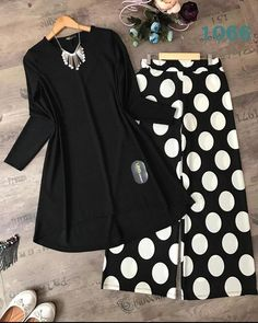 *ROYAL hit Code Available* **price *winter Collection *Linen *Brand Code:Fc Front full heavy Emboridery Slvees Embroidery Trouser heavy Embroidery ⚡swap right to see open pics⚡ Pakistani Fashion Casual, Pakistani Dresses Casual, Pakistani Dress Design, Muslim Fashion, Casual Dresses, Girls Dresses Sewing, Stylish Dresses For Girls, Stylish Outfits, Frock Fashion