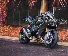 > Motorcar.com <  #carlifestyle #blacklist #itswhitenoise Custom Street Bikes, Custom Sport Bikes, Custom Motorcycles, Moto Bike, Motorcycle Bike, Ninja Bike, Futuristic Motorcycle, Kawasaki Motorcycles, Super Bikes
