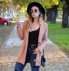 Casual chic fall outfit. Double buckle belt. Camel coat. Trendencies